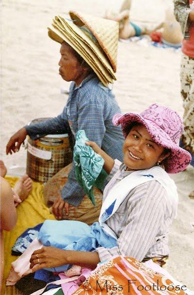 Bali beach vendors