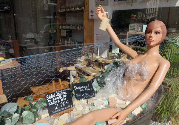 Mannequin Bathing in Soap